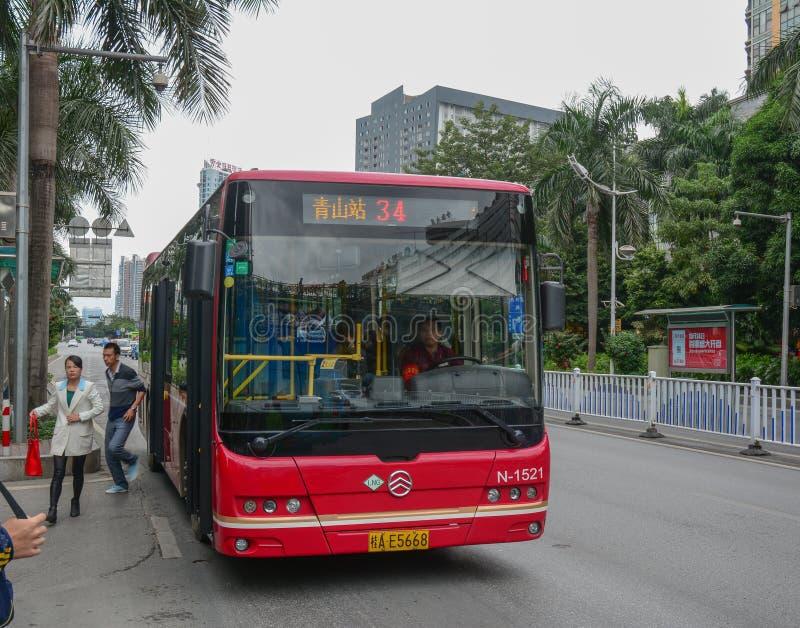 Ένα λεωφορείο στην οδό Nanning, Κίνα στοκ φωτογραφία