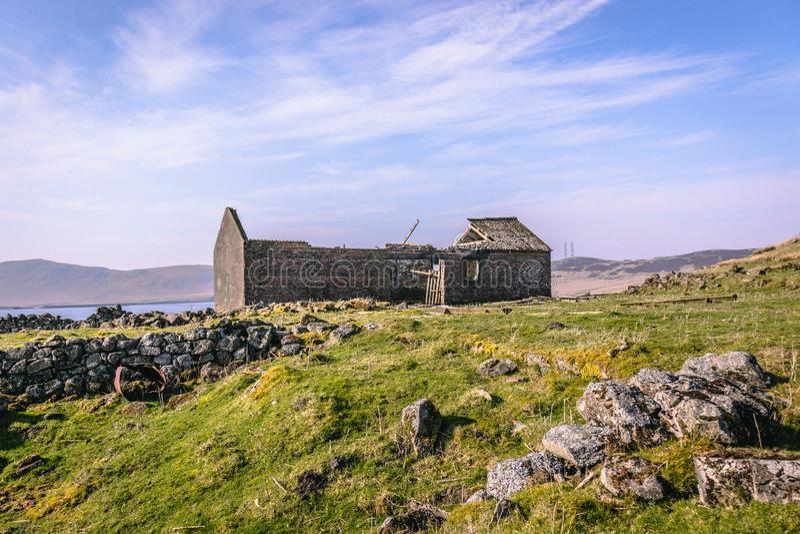 Ένα παλαιό εγκαταλειμμένο αγροτικό κτήριο στοκ εικόνες με δικαίωμα ελεύθερης χρήσης