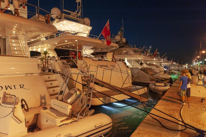 Έξοχο λιμάνι Άγιος Tropez γιοτ πολυτέλειας στοκ εικόνα με δικαίωμα ελεύθερης χρήσης