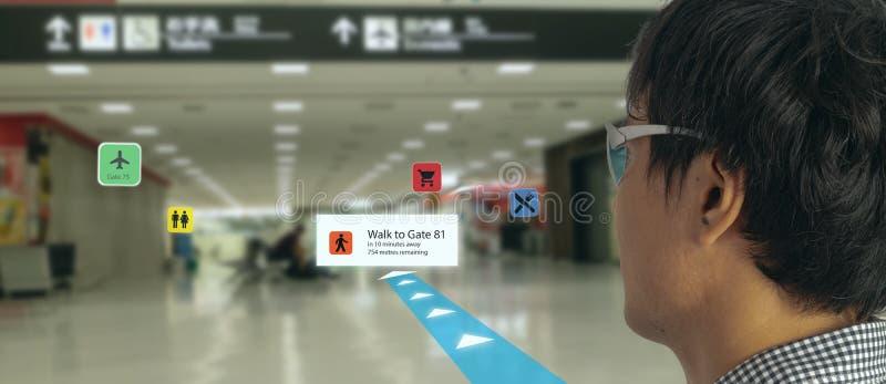 Έξυπνη τεχνολογία στη βιομηχανία κινητά 4 0 ή 5 0 έννοια, έξυπνα γυαλιά χρήσης χρηστών με την αυξημένη μικτή τεχνολογία εικονικής στοκ φωτογραφία με δικαίωμα ελεύθερης χρήσης