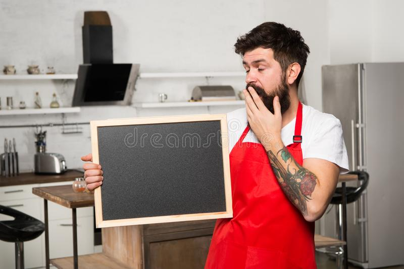 Έξυπνοι τρόποι να οργανωθεί η κουζίνα Κενό διάστημα αντιγράφων πινάκων κιμωλίας λαβής μαγείρων Μυστικές άκρες πληροφορίες χρήσιμε στοκ εικόνα με δικαίωμα ελεύθερης χρήσης