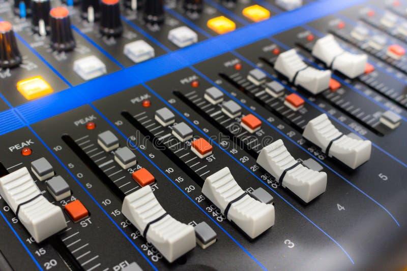 ήχος επιτροπής αναμικτών ελέγχου στοκ εικόνες με δικαίωμα ελεύθερης χρήσης