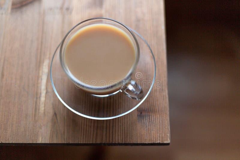 Αγγλικό τσάι με το γάλα στο πρόγευμα στοκ εικόνες