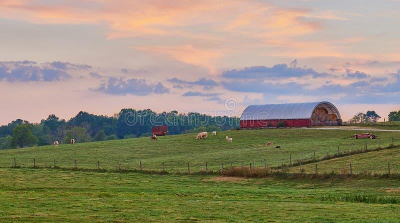 Αγρόκτημα του Κεντάκυ στο ηλιοβασίλεμα στοκ εικόνα