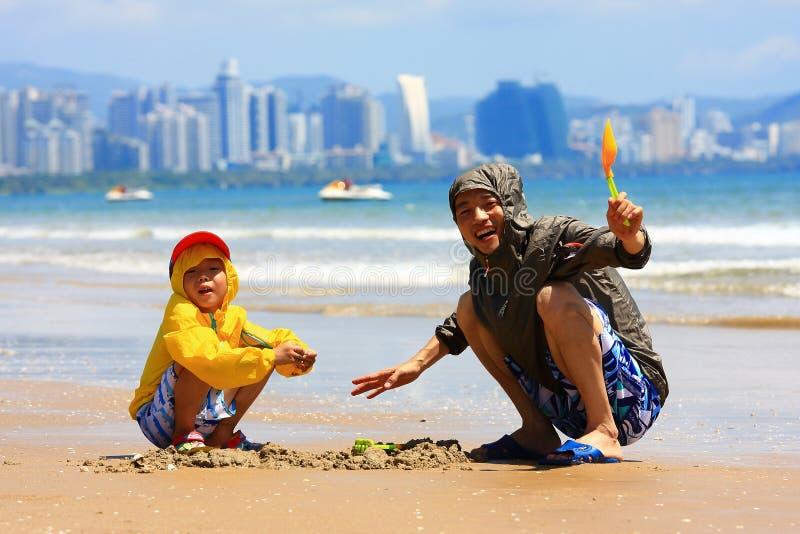 Αγόρι από την παραλία θάλασσας στοκ εικόνες