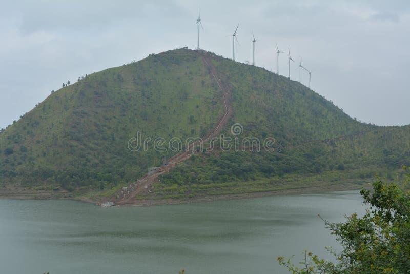 Αιολικό πάρκο/στρόβιλος επάνω σε έναν λόφο σε Chitradurga στοκ φωτογραφίες με δικαίωμα ελεύθερης χρήσης