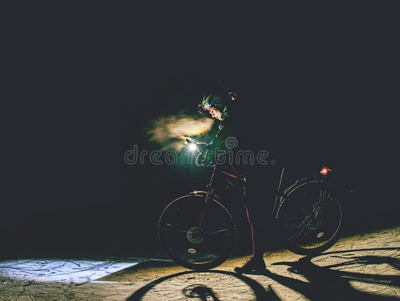 Ακραία orienteering φυλή ποδηλάτων Χάρτης ελέγχου ποδηλατών στοκ εικόνα με δικαίωμα ελεύθερης χρήσης