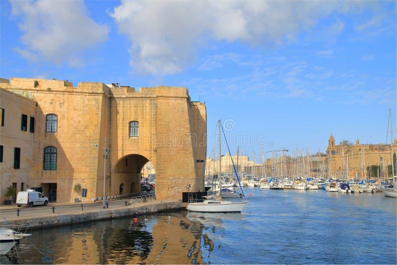 Ακτή του νησιού της Μάλτας κοντά στην πόλη Senglea στοκ φωτογραφίες