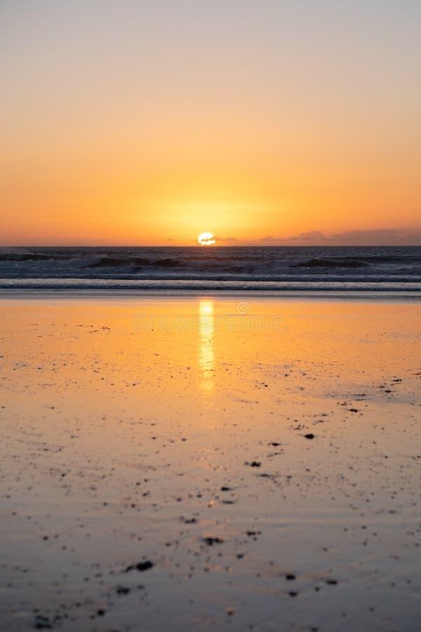 Ακτή Sidi Kaouki, Μαρόκο, Αφρική χρόνος ηλιοβασιλέματος απόμακρων πιθανοτήτων έκθεσης πόλη κυματωγών του Μαρόκου θαυμάσια στοκ εικόνες