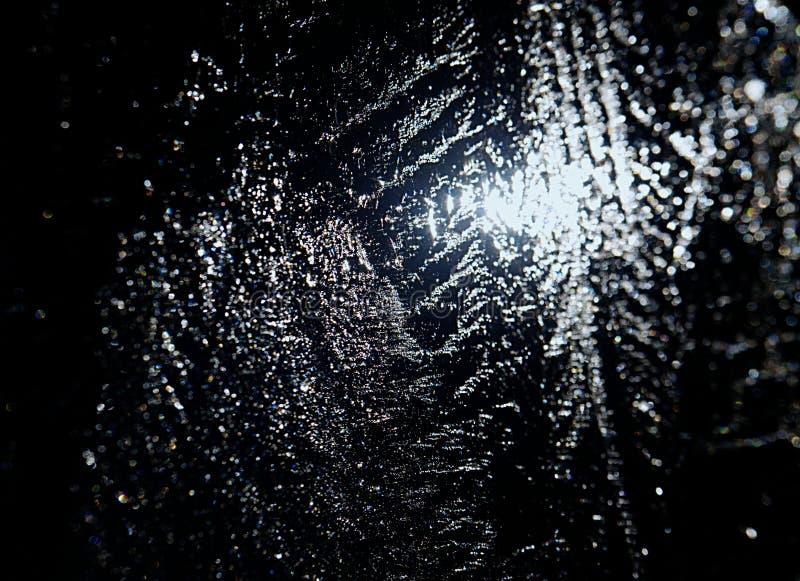 Ακτίνες ήλιων που πιάνονται στις ρωγμές στο κομμάτι πάγου Σπασμένος επιπλέων πάγος στοκ φωτογραφίες