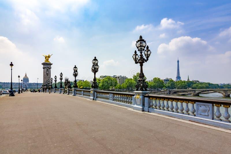 Αλέξανδρος ΙΙΙ γέφυρα πέρα από τον ποταμό του Σηκουάνα, Παρίσι, Γαλλία στοκ εικόνα