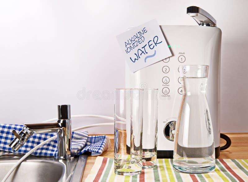 Αλκαλικό ιονισμένο νερό στοκ εικόνα με δικαίωμα ελεύθερης χρήσης