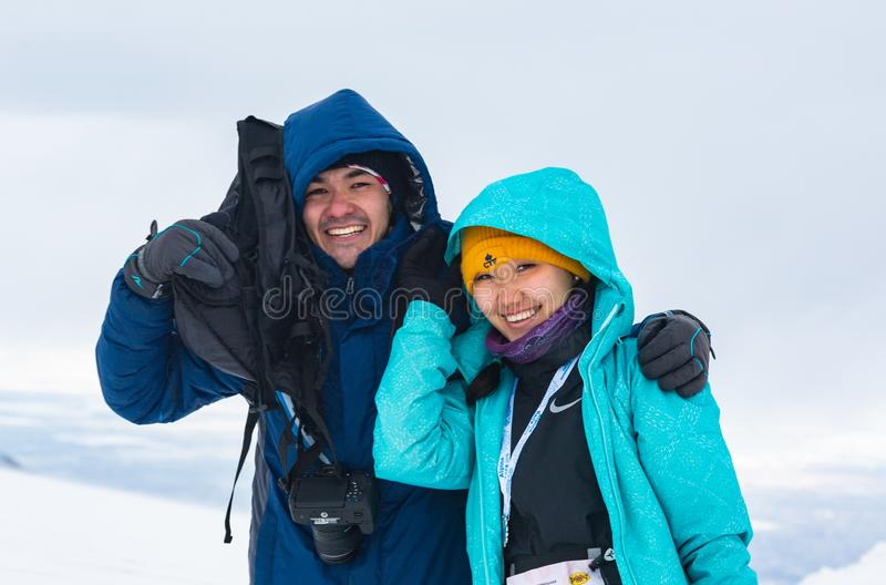 ΑΛΜΆΤΙ ΚΑΖΑΚΣΤΑΝ - 3 ΦΕΒΡΟΥΑΡΊΟΥ 2019: πορτρέτο ενός άγνωστου ζεύγους σε μια χιονοθύελλα χιονιού κατά τη διάρκεια της αλπικής φυλ στοκ φωτογραφίες με δικαίωμα ελεύθερης χρήσης