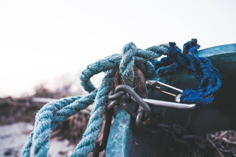 Αλυσίδες σχοινιών και quickdraw στοκ φωτογραφία με δικαίωμα ελεύθερης χρήσης