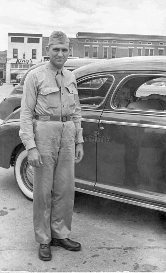 Αμερικανικός στρατιώτης Δεύτερου Παγκόσμιου Πολέμου αμέσως πριν από την ευρωπαϊκή επέκταση στοκ φωτογραφία