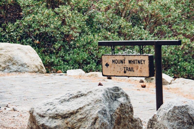ΑΜ Whitney Trailhead στην οροσειρά βουνά της Νεβάδας, το υψηλότερο σημείο στις παρακείμενες Ηνωμένες Πολιτείες της Αμερικής στοκ φωτογραφία με δικαίωμα ελεύθερης χρήσης