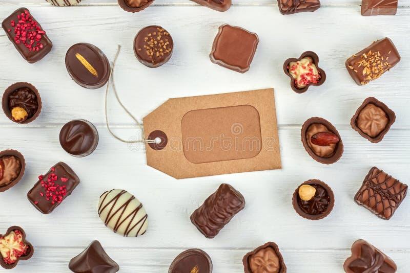 Ανάμεικτες καραμέλες και τιμή σοκολάτας στοκ φωτογραφία με δικαίωμα ελεύθερης χρήσης