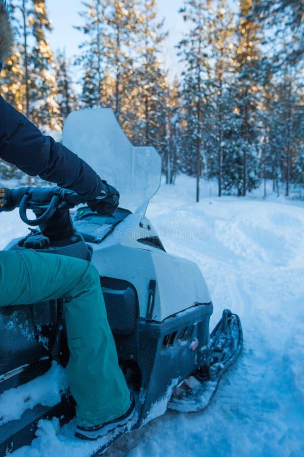 Αναβάτης στο όχημα για το χιόνι στοκ φωτογραφία με δικαίωμα ελεύθερης χρήσης
