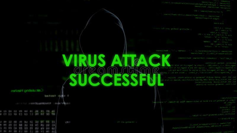 Ανώνυμο αρσενικό που επιτίθεται επιτυχώς στον κεντρικό υπολογιστή από τον ιό, cyber απειλή εγκλήματος στοκ φωτογραφίες