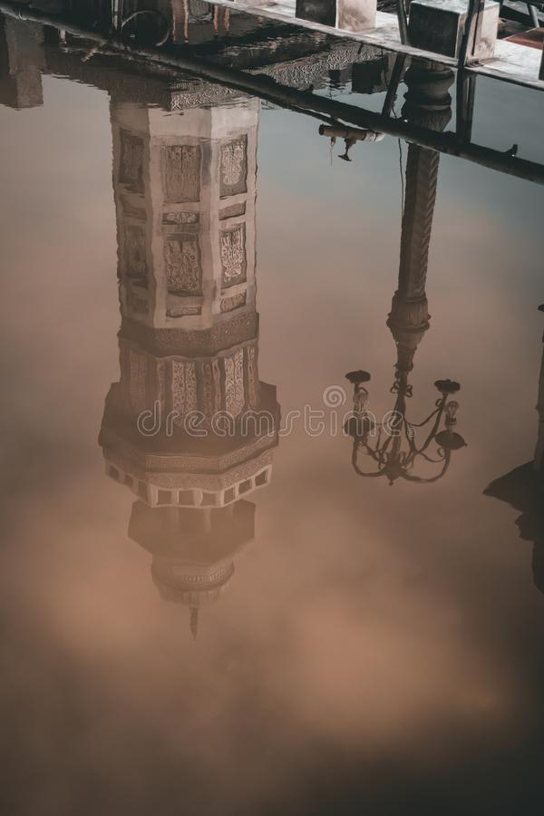 Αντανάκλαση ενός minar στοκ φωτογραφία με δικαίωμα ελεύθερης χρήσης
