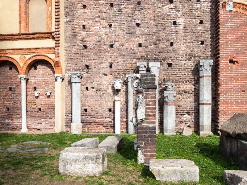Αρχαίες ρωμαϊκές καταστροφές σε Sforza Castle στην πόλη του Μιλάνου στοκ φωτογραφία με δικαίωμα ελεύθερης χρήσης
