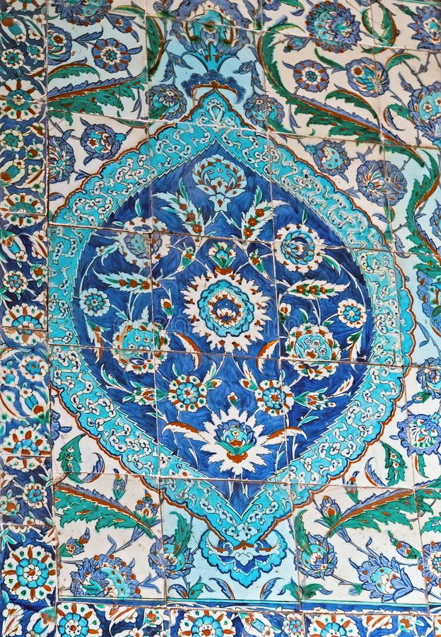Αρχαίος Οθωμανός διαμόρφωσε το τουρκικό μπλε σύνθεσης κεραμιδιών στοκ εικόνες