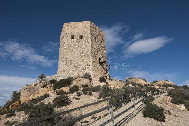 Αρχαίος πύργος σε έναν λόφο δίπλα στο ισπανικό χωριό του Λα Azohia στοκ φωτογραφίες με δικαίωμα ελεύθερης χρήσης