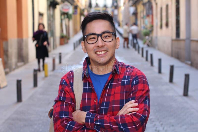 Ασιατικό άτομο υπαίθρια με το διάστημα αντιγράφων στοκ εικόνα