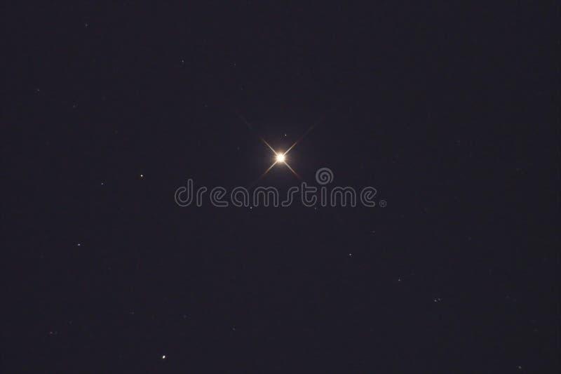 Αστέρι Aldebaran και Taurus αστερισμός στο νυχτερινό ουρανό στοκ εικόνες