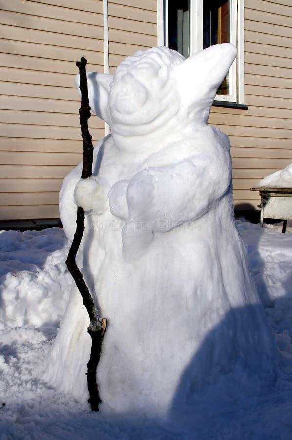 Ασυνήθιστος χιονάνθρωπος με ένα προσωπικό στοκ φωτογραφίες