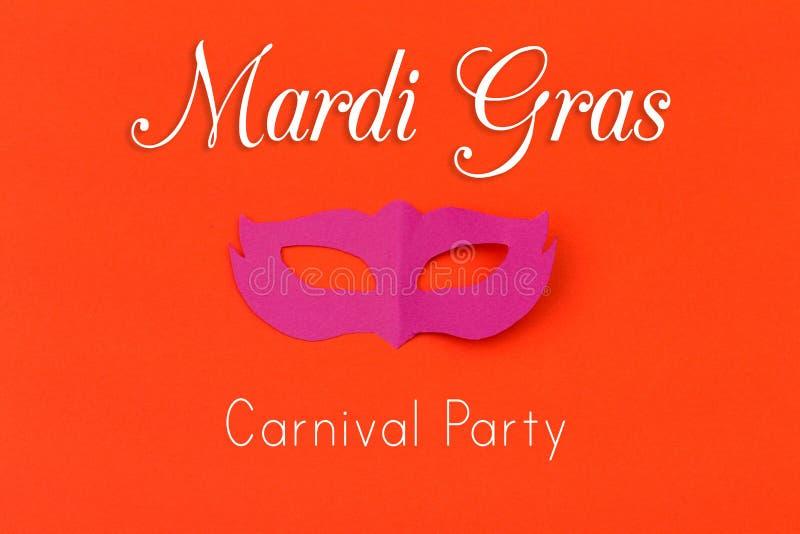Αποκόπτω τους χρωματισμένους αριθμούς εγγράφου για τις διακοπές Mardi Gras στοκ εικόνα με δικαίωμα ελεύθερης χρήσης