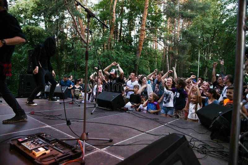 Απόδοση του συγκροτήματος ροκ ` Chumatsky Shlyakh ` στις 10 Ιουνίου 2017 στο Τσερκάσυ, Ουκρανία στοκ εικόνα με δικαίωμα ελεύθερης χρήσης