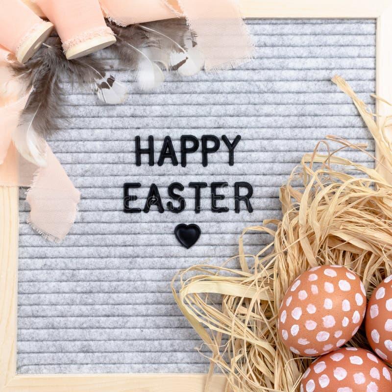Απόσπασμα - ευτυχές Πάσχα Σύνθεση Πάσχας με το letterboard στοκ φωτογραφία με δικαίωμα ελεύθερης χρήσης