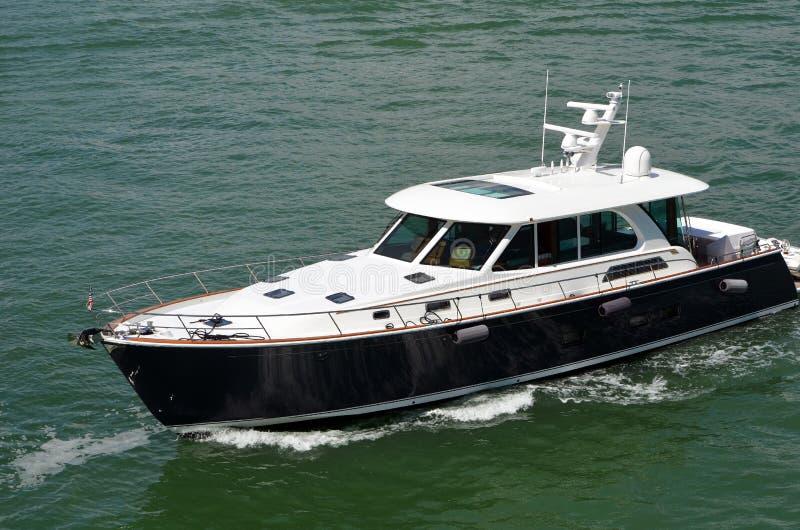 Βάρκα επίσκεψης υψηλής ταχύτητας στοκ φωτογραφίες