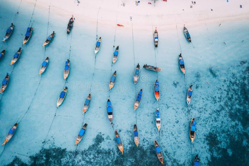 Βάρκες Ταϊλάνδη Longtail άνωθεν στοκ φωτογραφία