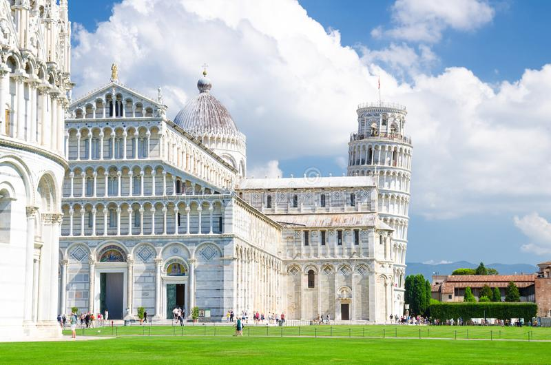 Βαπτιστήριο Battistero της Πίζας, καθεδρικός ναός Duomo Cattedrale της Πίζας και κλίνοντας πύργος Torre στοκ εικόνα με δικαίωμα ελεύθερης χρήσης