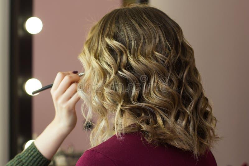 Βλέμμα ομορφιάς τρίχας προσδιορισμού makeup στοκ φωτογραφία με δικαίωμα ελεύθερης χρήσης