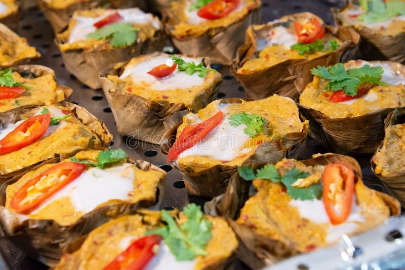 Βρασμένα στον ατμό ψάρια με την κόλλα κάρρυ, ταϊλανδικά τρόφιμα, θαλασσινά ατμού με την κόλλα κάρρυ στοκ εικόνες με δικαίωμα ελεύθερης χρήσης