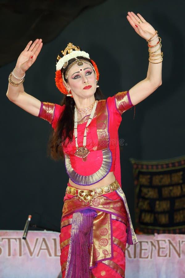 Γένοβα Ιταλία-09-03-2019: Παραδοσιακός ασιατικός ινδικός χορός Odissi χορού στο φεστιβάλ της ανατολής στη Γένοβα στοκ φωτογραφίες με δικαίωμα ελεύθερης χρήσης