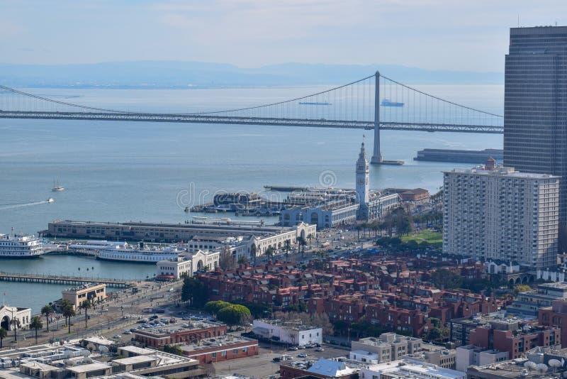 Γέφυρα κόλπων από τον πύργο Coit στο Σαν Φρανσίσκο στοκ εικόνες με δικαίωμα ελεύθερης χρήσης