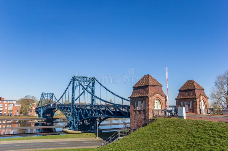 Γέφυρα του Wilhelm Kaiser πέρα από το EMS-νεφρίτης-Kanal σε Wilhelmshaven στοκ εικόνες