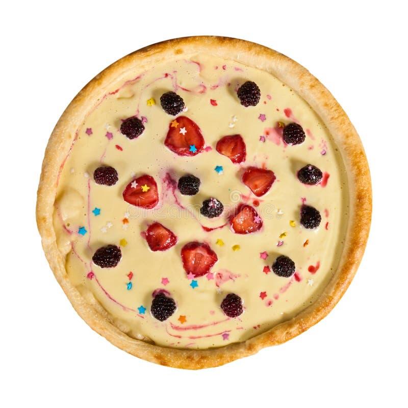 Γλυκιά πίτσα με την κρέμα και φρούτα στο απομονωμένο υπόβαθρο στοκ εικόνες