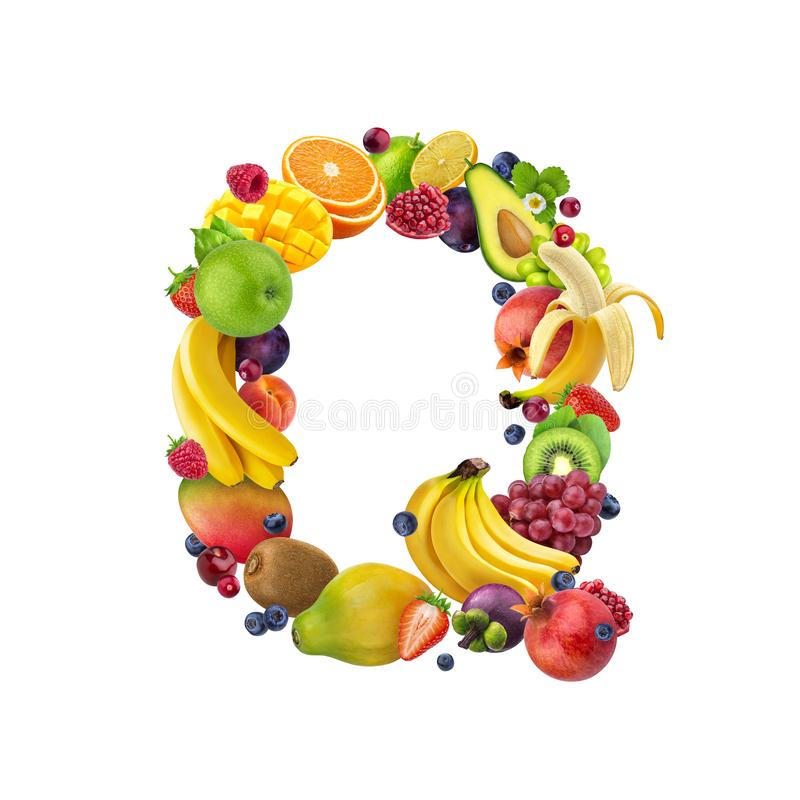 Γράμμα Q φιαγμένο από διαφορετικά τροπικά φρούτα και μούρα, εξωτική πηγή φρούτων που απομονώνεται στο άσπρο υπόβαθρο, υγιές αλφάβ ελεύθερη απεικόνιση δικαιώματος