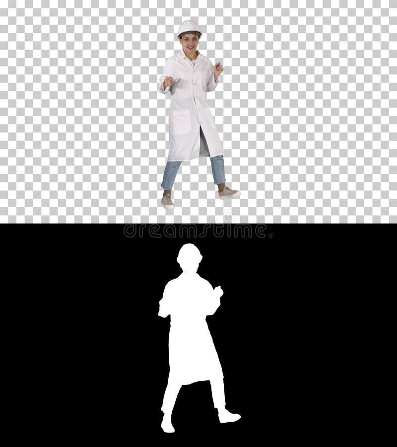 Γυναίκα μηχανικών που χορεύει με τον αστείο τρόπο, άλφα κανάλι στοκ εικόνα με δικαίωμα ελεύθερης χρήσης
