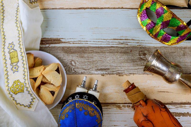 Εβραϊκές διακοπές καρναβαλιού έννοιας εορτασμού Purim torah με το kippah στοκ εικόνες