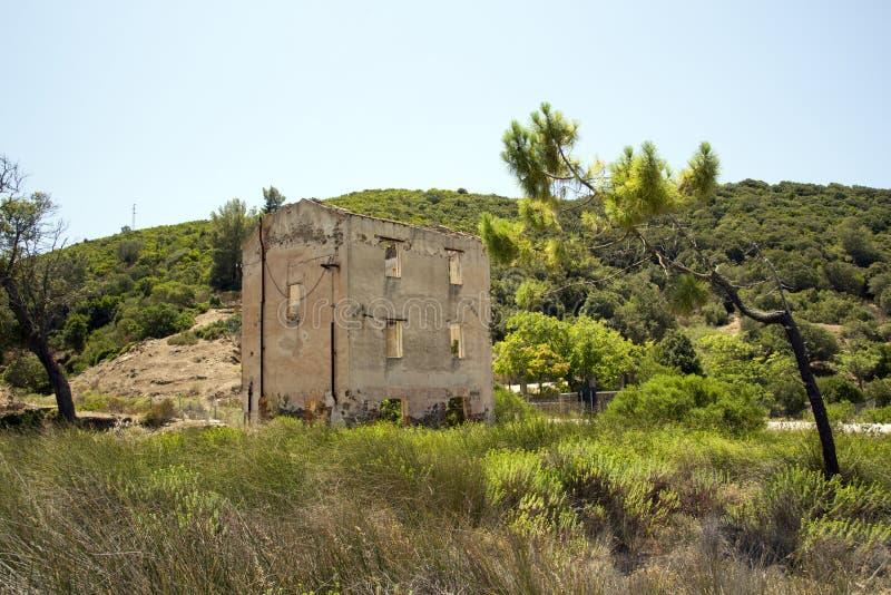 Εγκαταλειμμένο σπίτι στη Σαρδηνία στοκ εικόνα