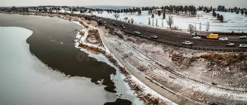 Εθνική οδός I70 και λίμνη στο Ντένβερ Κολοράντο στοκ φωτογραφίες με δικαίωμα ελεύθερης χρήσης