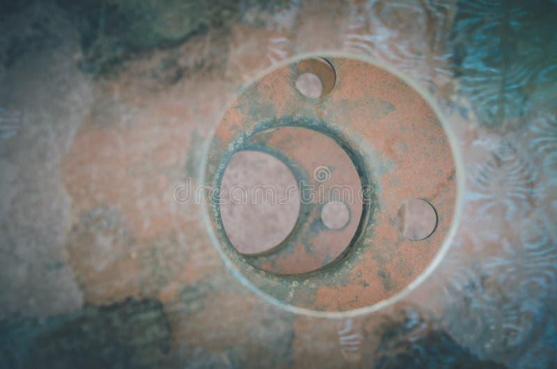 Εκκεντρικοί κύκλοι σε έναν σωρό με τη σκουριασμένη μεταλλική σύσταση σε SAN Pedro de Atacama, Χιλή στοκ εικόνες