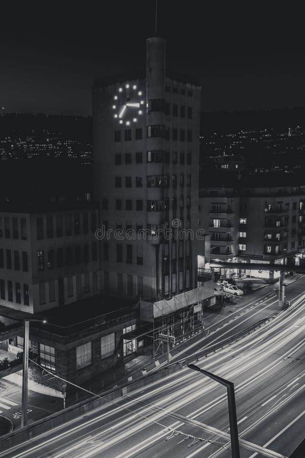 Εκκλησία στη μακροπρόθεσμη έκθεση της Ζυρίχης τή νύχτα στοκ φωτογραφία με δικαίωμα ελεύθερης χρήσης