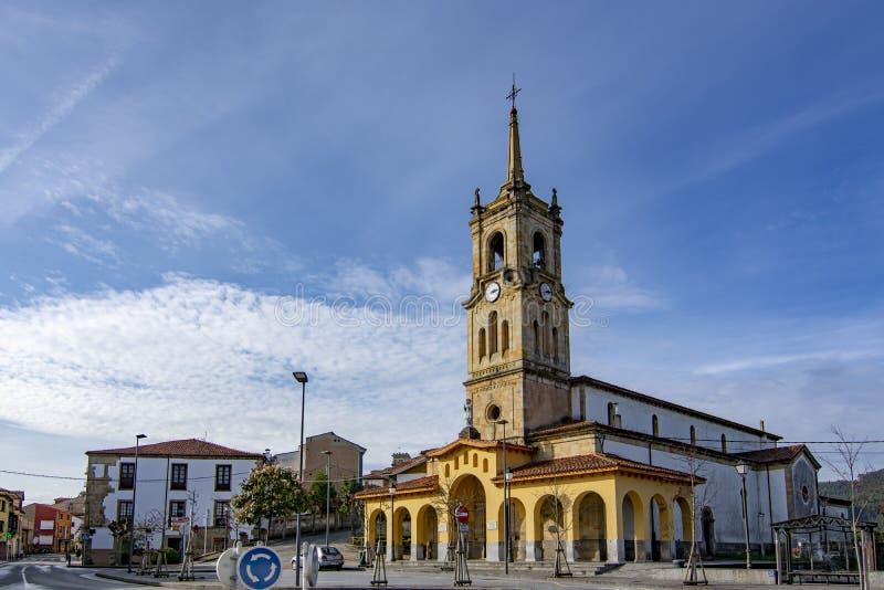 Εκκλησία του SAN Cristobal EL πραγματικός στην πόλη Colunga, αστουρίες στοκ εικόνες